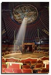Circ Raluy. (Toni Carcolé) Tags: show light chair circo circus silla llum haz circ cadira raluy carcole circraluy