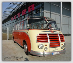 SETRA S6  de 1954 (Jordi Troguet) Tags: leica red bus germany coach europe rosa alemania autobus ulm ohhh minibus roja guagua setra autocar encarnado jtr vermella kssbohrer kartpostal flickraward troguet spiritofphotography pigawards paololivornosfriends clux3 leicaclux3 clipol givemefive