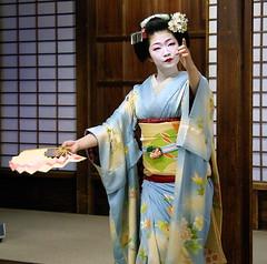 maiko's dance (September_Okayama) Tags: portrait music beauty japan garden temple japanese dance kyoto pentax performance maiko geiko geisha 京都 tamron 舞妓 kamishichiken 上七軒 naokazu 尚可寿