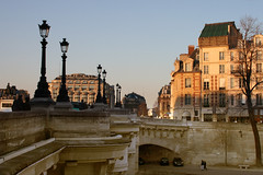 Paris, Quais de Seine (Calinore) Tags: city paris architecture ville quaisdeseine klamp lamapdaire