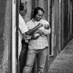 Treasure of the Town (Hans van Reenen) Tags: street people bw baby portugal fav50 father porto rua oporto k7 fav40 ilustrarportugal 20091018