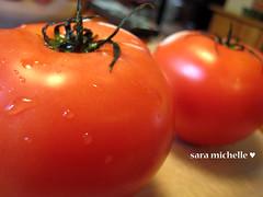 Tomato, pre-chopping.