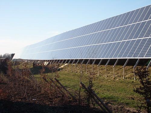 Fast perfekt Photovoltaik an der Lärmschutzwand