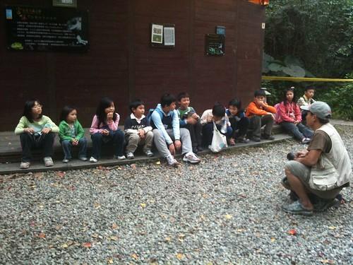 katharine娃娃 拍攝的 1-1等待看飛鼠的孩子。