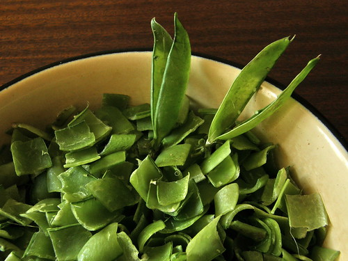 Chopped pea pod skin