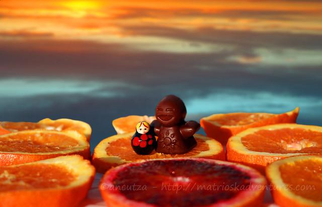 foto le divertenti avventure della piccola matrioska con l'omino di cioccolato