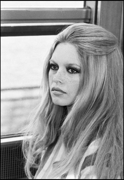 """ARCHIVES - BRIGITTE BARDOT SUR LE TOURNAGE DU FILM """"LES FEMMES"""" - 1969"""