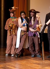 Festival High Score: cosplay - Scoubidou (Scoubidou),??? & Jack Sparrow (Pirates des Carabes) (fabnol) Tags: costume cosplay jacksparrow scoubidou piratesdescarabes festivalhighscore2010