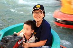 20091108_9838 (Yiwen103) Tags: 內灣 露營 尖石 卡丁車 櫻花谷 碰碰船 踏踏球