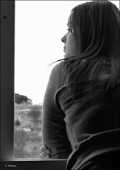 Qu da hace hoy? (Vctor Onieva) Tags: sky bw woman white black byn blancoynegro window look ventana donna mujer noiretblanc fenster femme himmel luca bn finestra ciel cielo mirar frau fentre blick biancoenero guardare  regardez jimnez      schwarzundweis 20tfblanconegrosepia