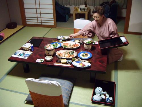 Le ryokan l auberge traditionnelle japonaise avocado - Table de nuit japonaise ...