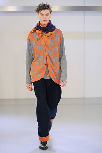 Charlie France3198_FW10_Paris_Issey Miyake(curvaLL@mh)