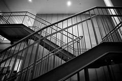 Crisscross (Rutger Blom) Tags: city blackandwhite bw lund public skne europa europe sweden steel skandinavien handrail sverige banister scandinavia stad scania zweden stl trappen skane trapleuning staal zwartenwit rcke ef1740mmf4lusm ledstng svartochvitt skanelan stairstrappor