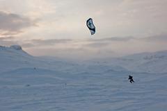 Haukeli (TrulsHE) Tags: winter sunset white snow kite cold norway norge vinter cloudy cult 105 kiting dnt sn solnedgang kiteskiing haukeli snowkiting naish kaldt hvitt overskyet fjellstue haukeliseter turistforeningen