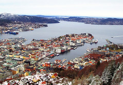 The best view in Bergen (Bergen Calling) Tags: sea panorama colors landscape mare view roofs vista fjord bergen fiordo citt flyen flibanen