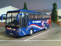 Go Goodwins, Van Hool T9 Coach (Man of Yorkshire) Tags: bus easter coach corgi break reststop diorama excursion servicestation 176 daytrippers ooc oogauge modelbus