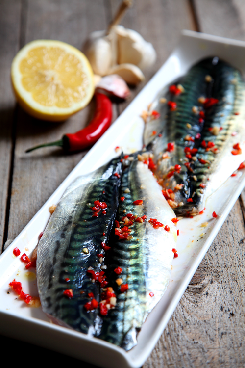 :: Simple Mackerel Fillets with Chilli, Garlic and Lemon