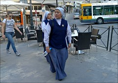 Mission in the center (Jess Garrido) Tags: sisters religious nuns mothers missionary waterbottle sores habits wasserflasche madres missionar hbitos mtter hermanas monjas surs moeders gewoontes religieuses religiosas misioneras missionnaire mres investors nonnen habitudes waterbottel susters cassocks botelladeagua bouteilledeau sotanas gewohnheiten investoren soutanes investisseurs beleggers religisen callebernabsoriano godsdienstige sendeling soutanen