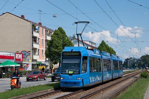 Von Geburt an blau, auch wenn's schon das zweite Kleid ist: Wagen 2217 an der Kreillerstraße