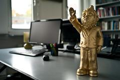 Nazi-Zwerg (Mario Sixtus) Tags: leica art gnome kunst cosina 28mm nazi m8 f2 voigtlnder gardengnome zwerg gartenzwerg ultron nazizwerg skuptur leicam8 ottmarhrl nazignome