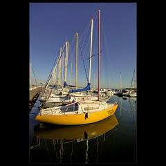 Puerto de Martigues (m@tr) Tags: france yellow port canon puerto boat barco sigma bluesky martigues provenzaalpescostaazul canoneos400ddigital mtr sigma1020mmexdc marcovianna puertodemartigues