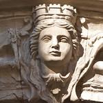 Carcassonne: Détail de la façade de l'Hôtel de Rolland 32, rue Aimé-Ramond ville basse (XVIIIe s.)