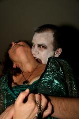IMG_2201 (Stéphane-Hervé's Art) Tags: anna halloween neck vampire sony bite a200 cou déguisement cuello morder mordre morsure cafédelagare gourville alpha200 fancydressing sonyalphadslra200