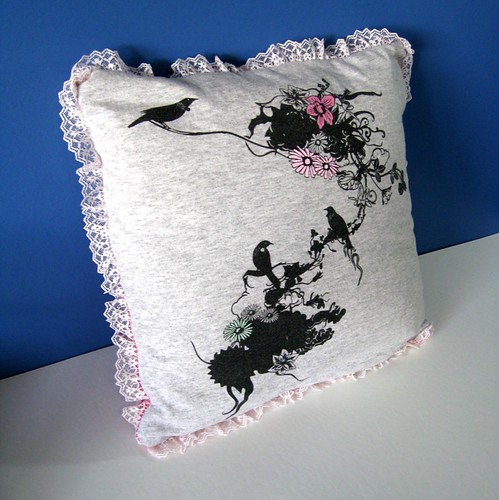Frida's Garden T-pillow