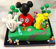 La casa de Mickey Mouse (Mariana Pugliese) Tags: cake disney mickey pluto minnie feliz cumpleaños torta orejas 241543903