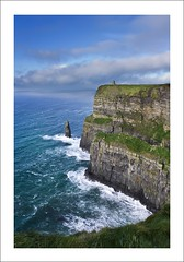 Cliffs of Moher (Felipe Pitta) Tags: county blue ireland sea sky galway nature azul canon landscape geotagged bay mar interestingness europa europe clare head natureza doolin paisagem an cu eire cliffs explore connemara l burren 1740mm felipe 1740 moher pitta irlanda lucisart lucis liscannor hags aillte mhothair felipepitta wwwfelipepittacom geo:lat=52935086 geo:lon=9397087