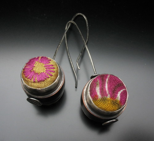 Spinning button earrings