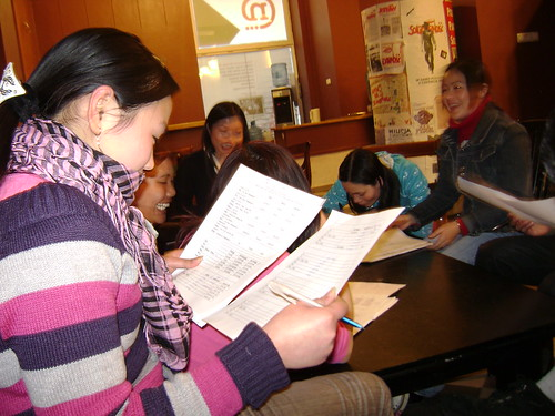 Rất nhiều bạn thích học tiếng Ba Lan. Bến Việt mở nhiều lớp học và còn dạy thêm tiếng Ba Lan qua thư nhắn sms điện thoại - một hình thức học lý thú và hiệu quả. Các giáo viên rất khâm phục tính kiên nhẫn và chịu khó của các học trò.