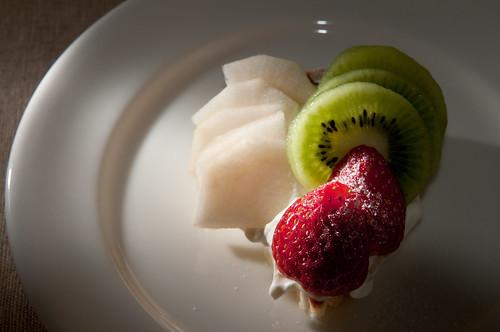 イチゴとキウイと洋梨のタルト