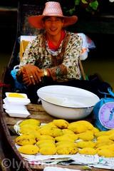 Mango Sticky Rice  ข้าวเหนียวมะม่วง (lynhdan) Tags: life travel thailand eos boat asia southeastasia mango vendor floatingmarket pattaya mangostickyrice chonburi 50d canon50d ข้าวเหนียวมะม่วง earthasia totallythailand lynhdan