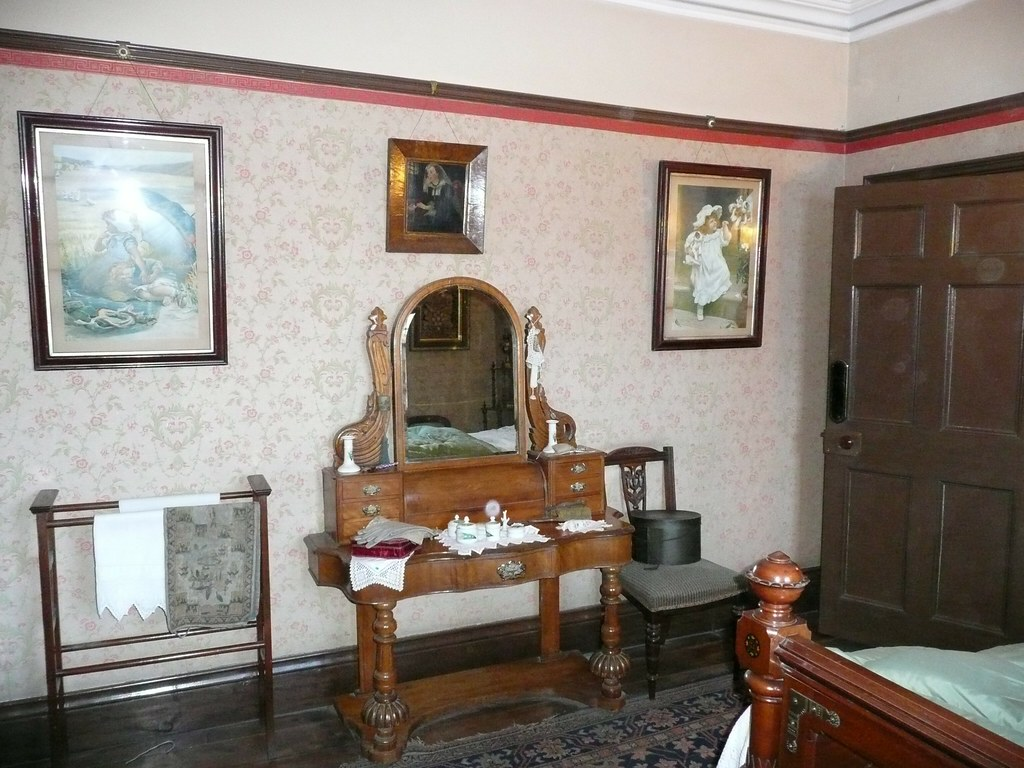Victorian Dressing Table - 3