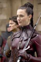 Kahlan dressed in red leather