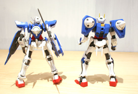 00 and Exia, side by side rear view