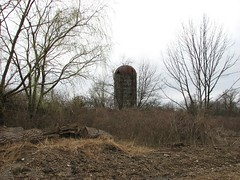 LONE SILO (richie 59) Tags: trees usa abandoned overgrown america buildings outside spring weeds ruins country ruin oldbuildings silo drives newyorkstate orangecounty obsolete 2010 nystate abandonedbuilding abandonedbuildings hudsonvalley abandonedstructure oldsilo midhudsonvalley orangecountyny coldenham march2010 coldenhamny march282010