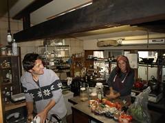 Nat et son assistant en cuisine