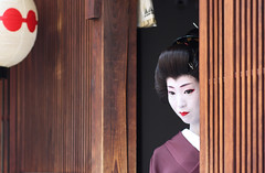 Geiko 'Umeha' in Beauty of Silence (Marie Eve K.A. (away..)) Tags: portrait woman beauty japan lady canon eos kyoto purple 85mm maiko geiko geisha  kimono soe  planar carlzeiss   geishagirl       updatecollection