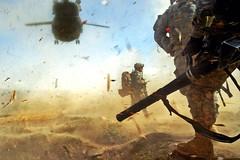 [フリー画像] [戦争写真] [兵士/ソルジャー] [アメリカ軍兵士] [アフガニスタン風景] [砂嵐]      [フリー素材]