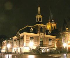 Hilversum by night, oude raadhuis op de Kerkbrink