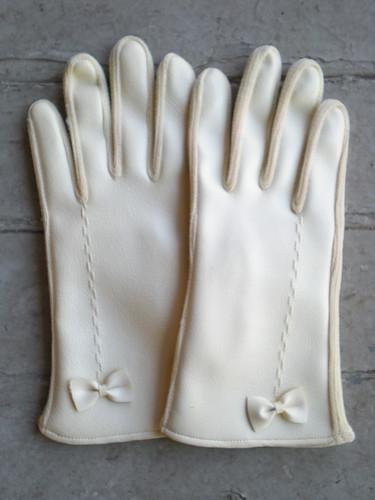 GIVEAWAY: Vintage Gloves