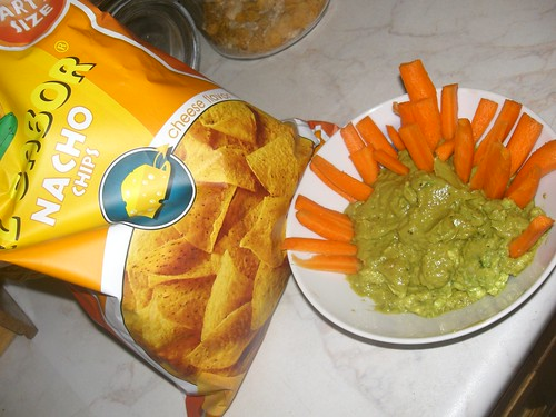 guacomole and nacho chips