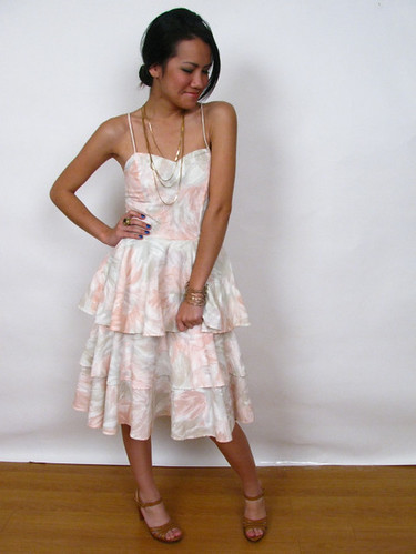 80's VINTAGE RUFFLE TIER DRESS