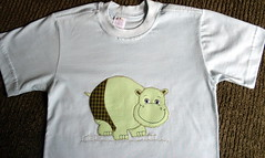 Camiseta Hipoptamo (Atelie Roslia Klaus) Tags: infantil aplique patchcolagem