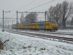 Trein 7036 met 2x een plan V (twenterail) Tags: ns planv winter2010