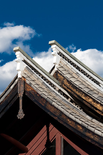 Lijiang Roof (by niklausberger)
