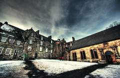 Stirling - choose your way (t4tO_) Tags: street vacation sky people holiday snow building castle texture clouds way scotland town village stirling direction hdr scozia canon1022mm photomatix texturized tonemapping canon1000d theauthorsplaza antoniogiudice