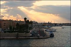 Taranto: Città vecchia al tramonto (MarcelloDR) Tags: italy marina italia tramonto mare puglia taranto cittàvecchia marpiccolo marcellodallarena panoramafotográfico theoriginalgoldseal